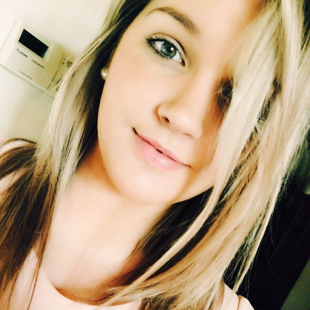 #blondeHair