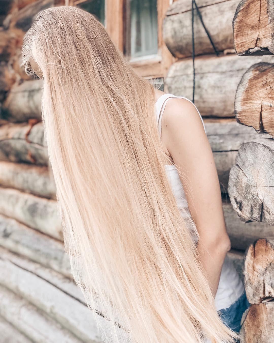 компактном очень длинные светлые волосы картинки женщина, глядя них