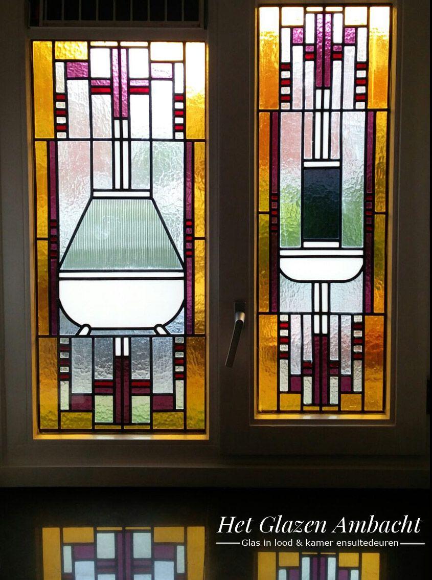 Glas in lood in de badkamer. Ondoorzichtig glas waardoor geen inkijk ...