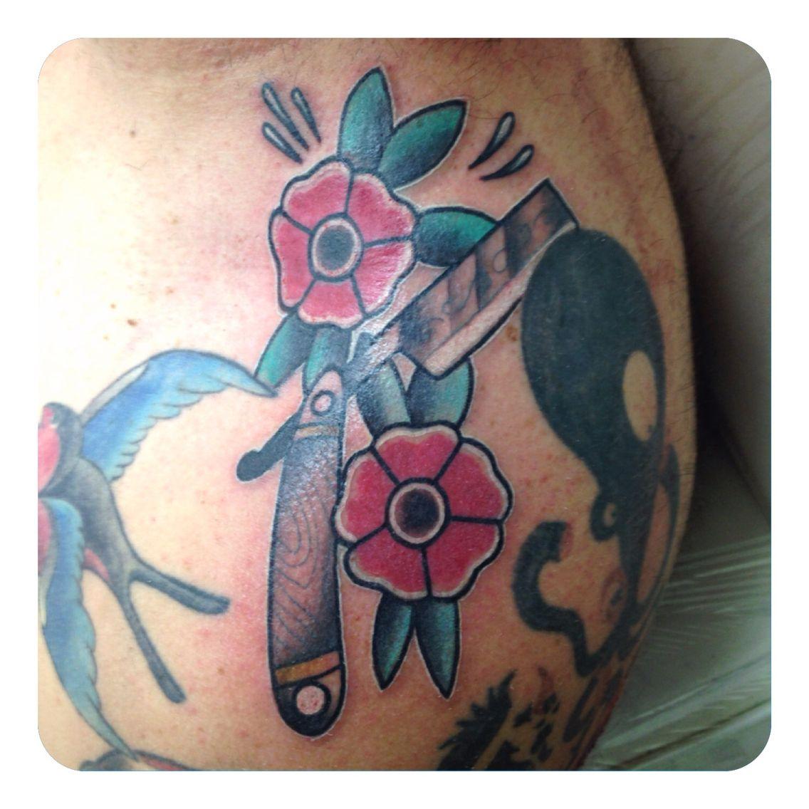 traditional cut throat razor tattoo tattoos pinterest tattoo. Black Bedroom Furniture Sets. Home Design Ideas
