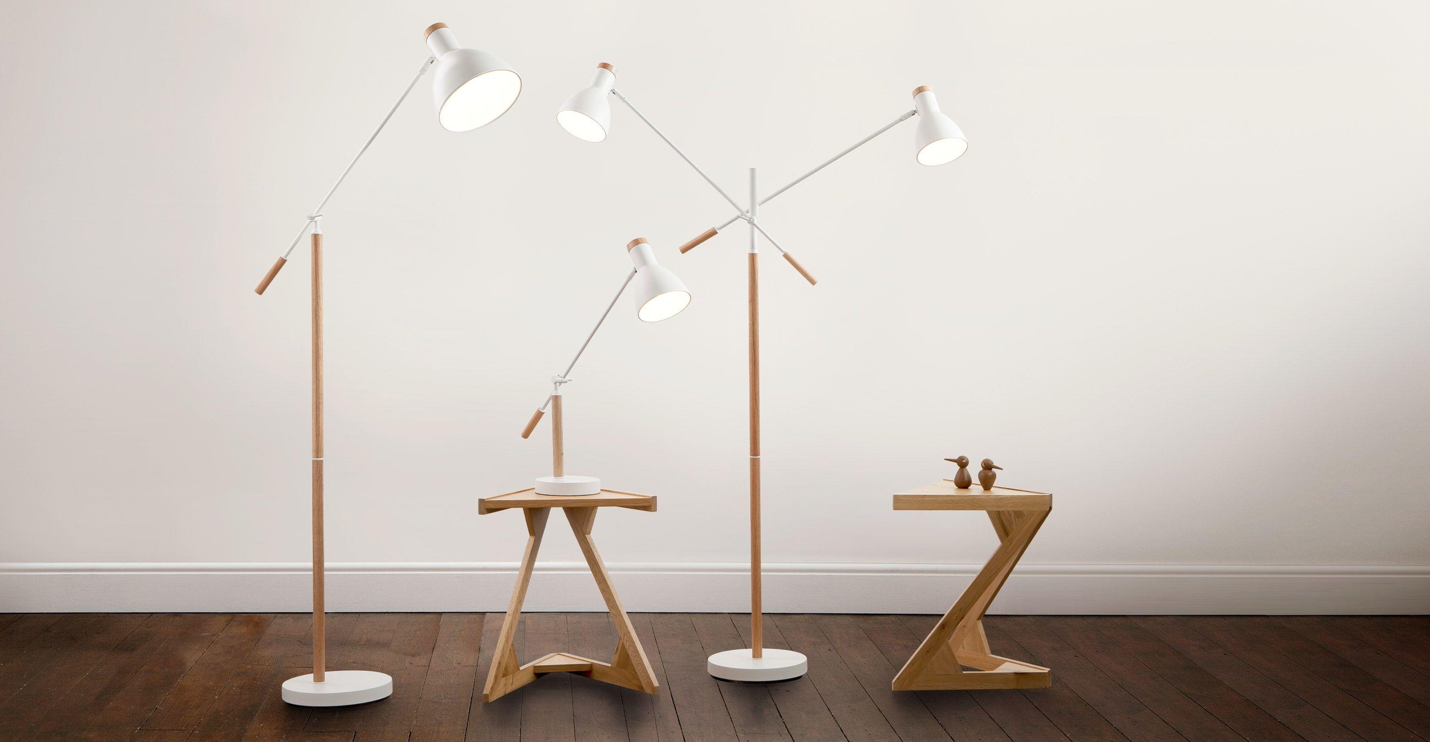 Cohen staande lamp in wit en naturel eikenhout made