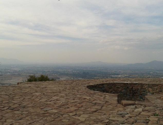 Vista del Valle Cuautitlán-Texcoco desde el antiguo baño ceremonial de Nezahualcóyotl
