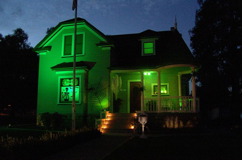 5 Ways To Have A Green Halloween Halloween House Halloween Yard Decorations Halloween Decorations