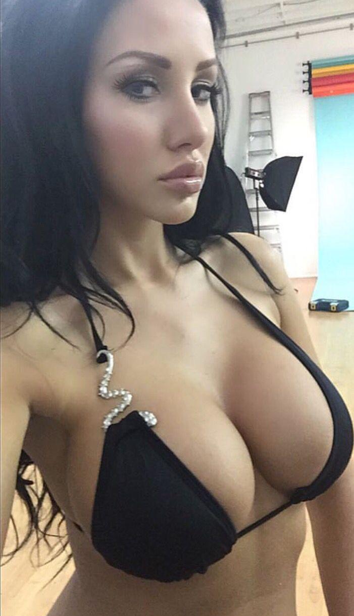 Sexy bikini babes ass