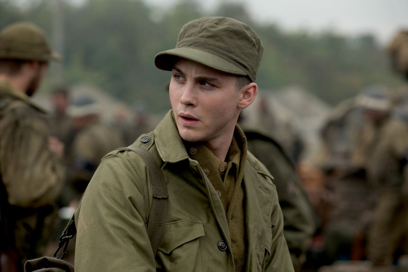 Logan Lerman In Fury Logan Lerman Brad Pitt Musketiere