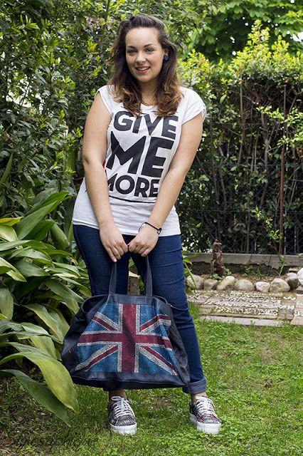 Bianco, rosso, nero e blu! #outfit #fashionblogger #curvy