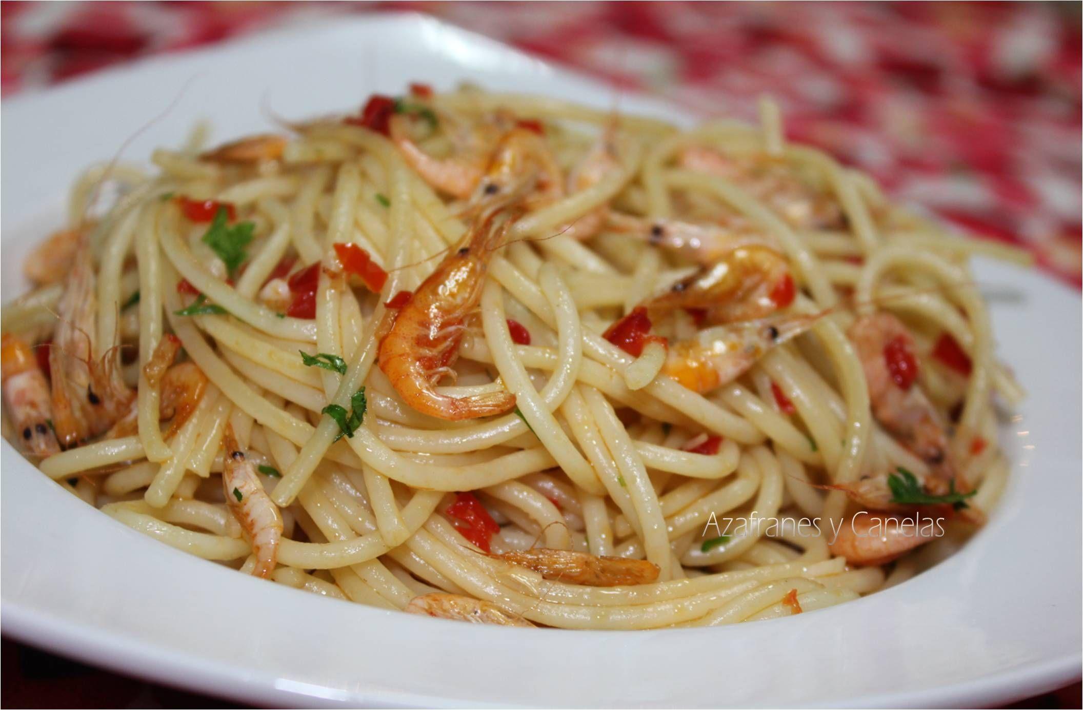 Espaguetis con camarones crujientes