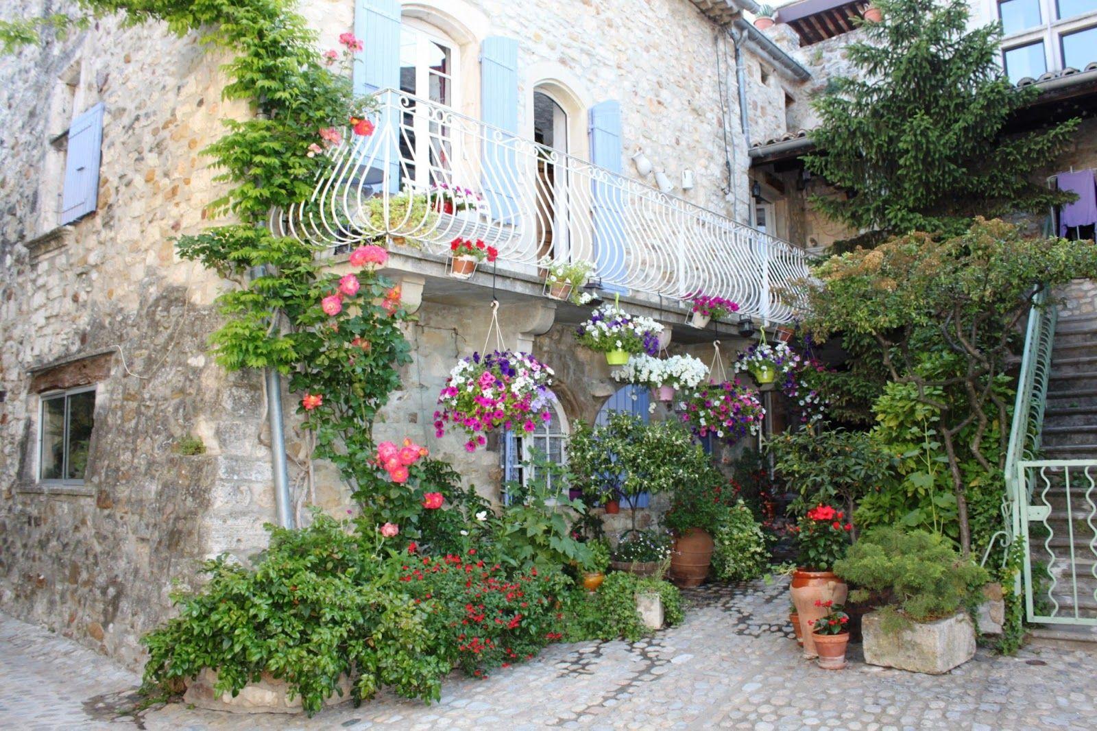 beaux villages fleuris - Bing Images | Fleurs, Beaux ...