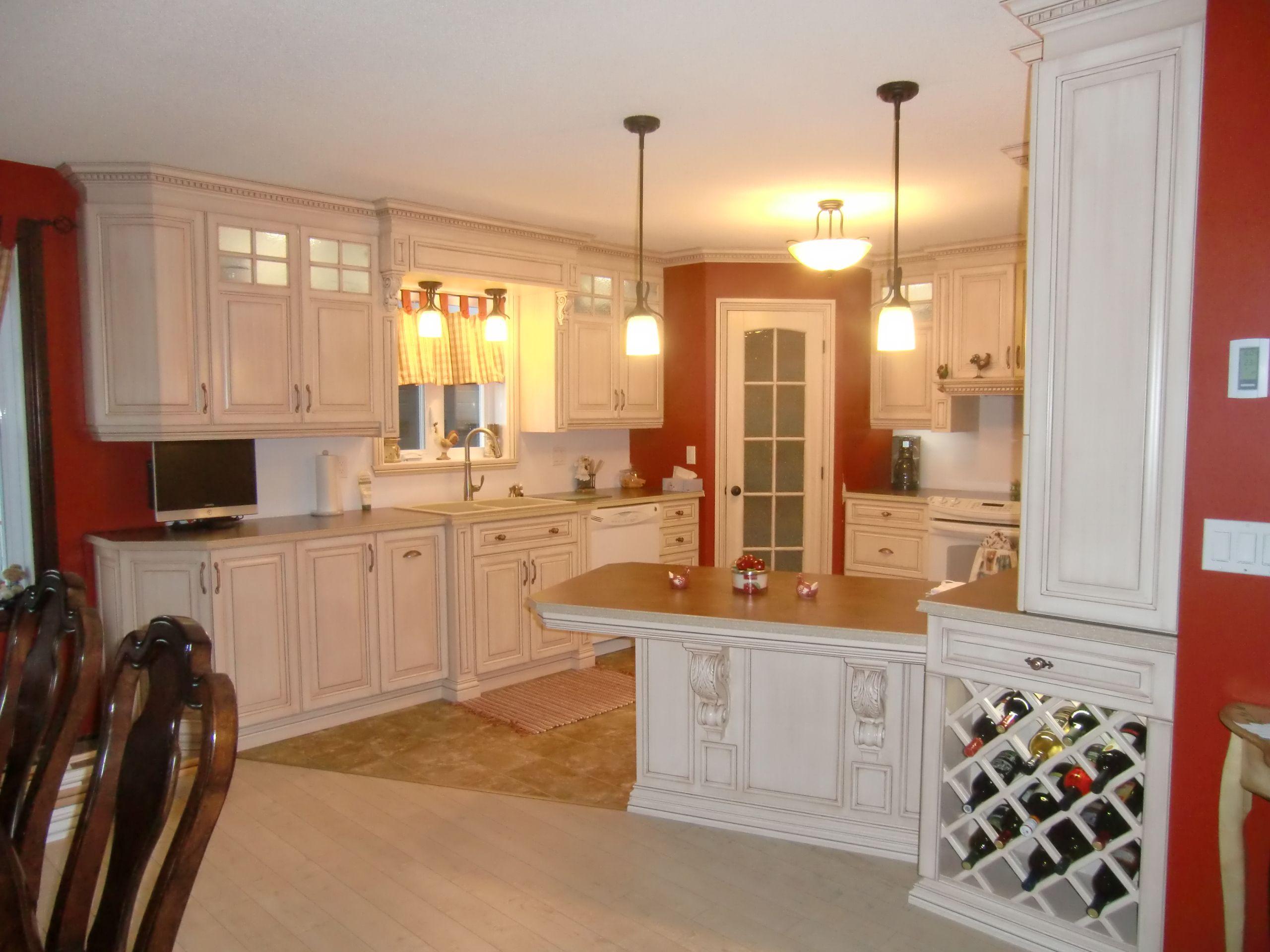 Armoire de cuisine style classique en merisier peint et glaz mod le armoire cuisine - Armoire de cuisine en pin ...