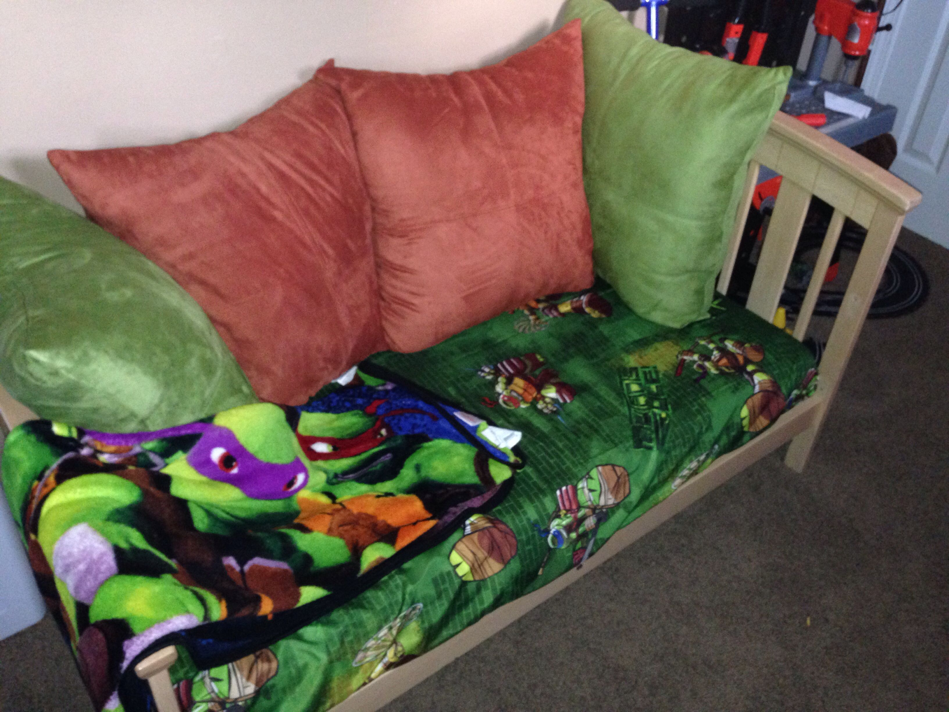 Ninja turtle bedroom - Turned My Sons Old Toddler Bed Into A Couch To Match His Ninja Turtle Room