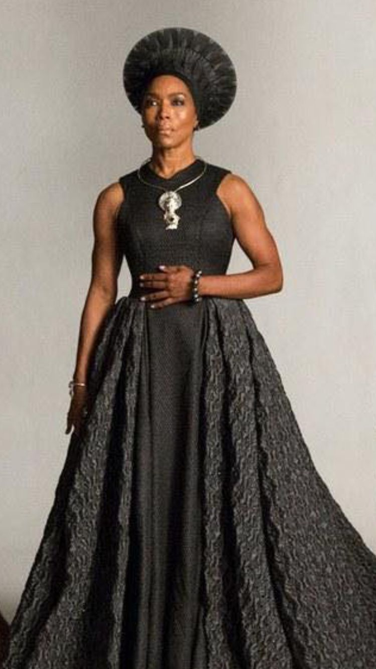 Queen Mother Black Panther Costume Mothers Costume African Fashion [ 1333 x 750 Pixel ]