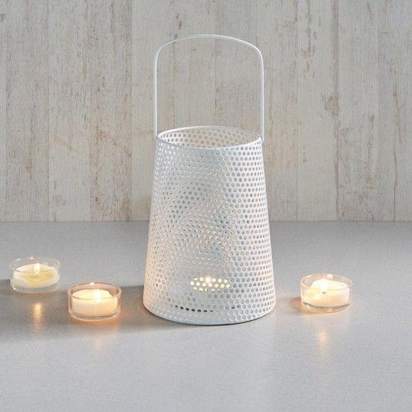 Schicke Laterne aus Metall in Weiß - für ein stimmungsvolles Ambiente