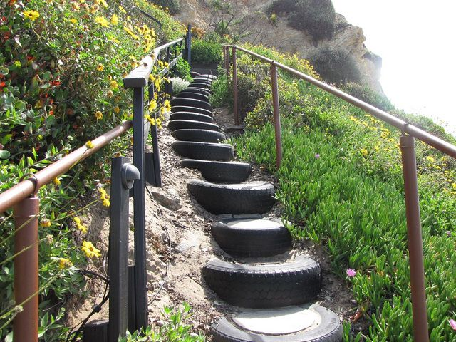 Recycled tire stairs pneu jardins et design jardin for Pneu use exterieur