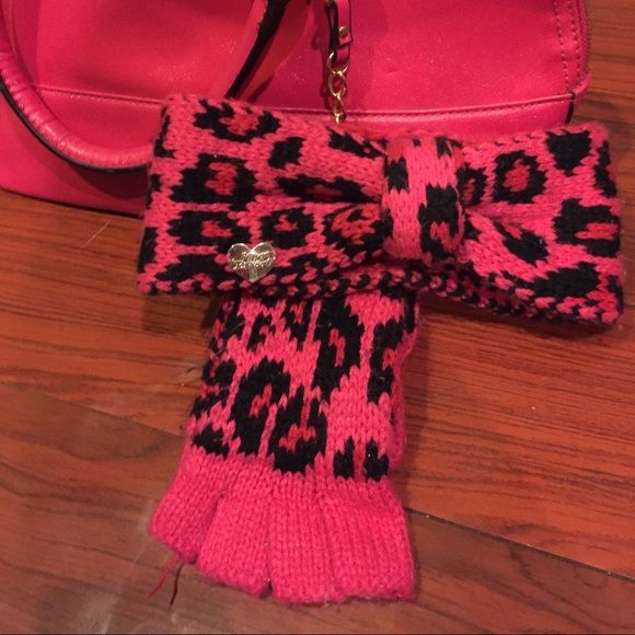 BETSEY JOHNSON HEADBAND AND GLOVES Pink and black cheetah print Betsey Johnson headband and matching fingerless gloves Betsey Johnson Accessories Gloves & Mittens
