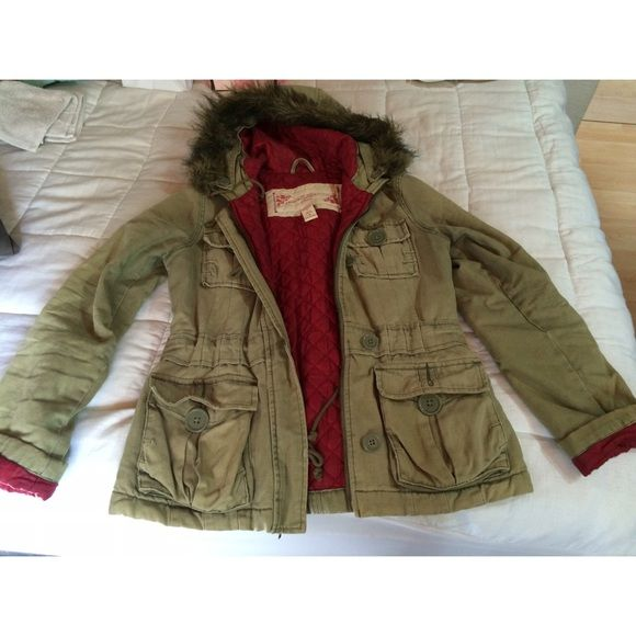 Abercrombie & Fitch Olive Green Jacket Absolutely adorable! So comfortable and warm and in great condition! Abercrombie & Fitch Jackets & Coats