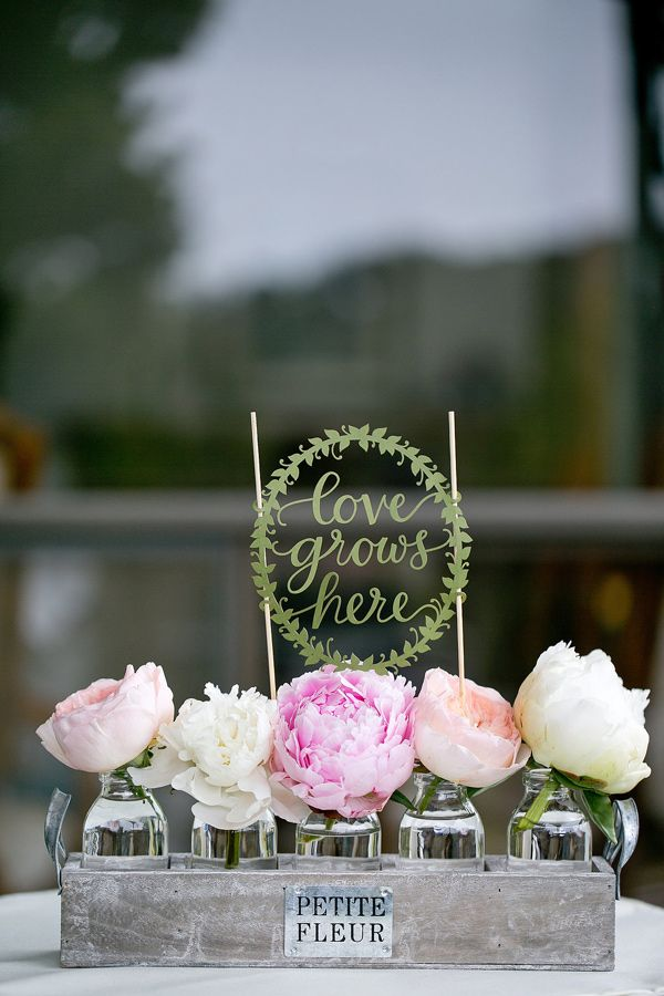 Ruffled - photo by http://www.amber-lynn-photography.com/ - http://ruffledblog.com/love-grows-wedding-inspiration/ | Ruffled