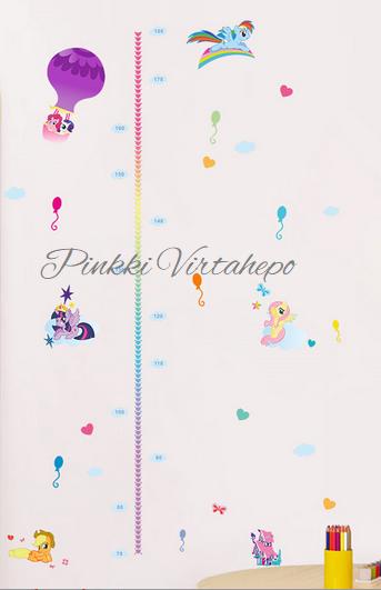 Suloinen My Little Pony seinätarra, jossa mukana pituusmittatarra. Kiva lisä lastenhuoneen seinälle, jossa samalla voit seurata pituuskasvua. Pakkauksessa 5kpl hahmoja, ilmapalloja, pilviä sekä pituusmitta. Kaikki vapaasti sijoiteltavissa oman maun mukaan.   Koko: arkin mitat 60cm x 30cm, lopullinen koko riippuu asettelusta  Materiaali: muovi  Väri: monivärinen