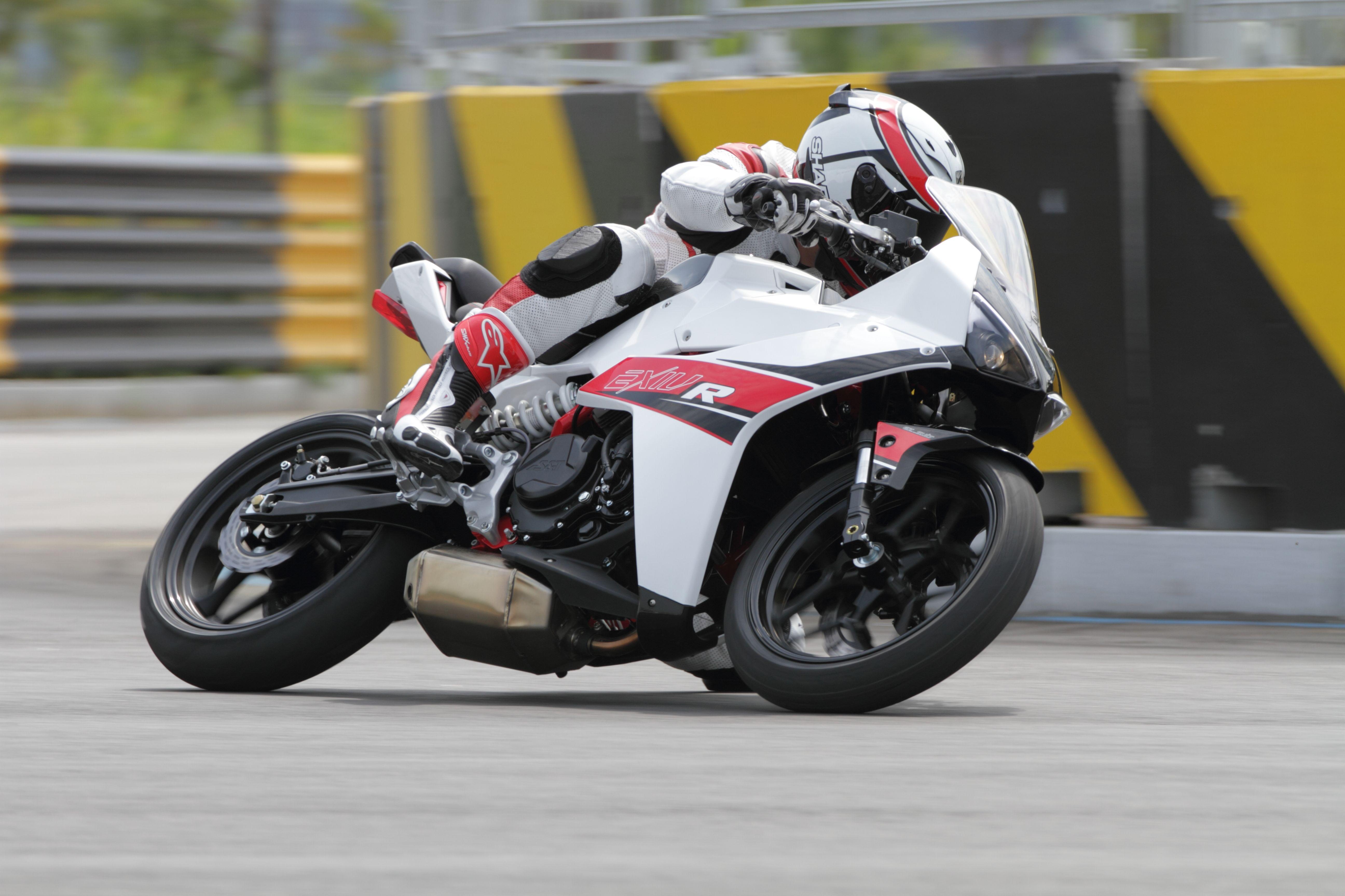 Man Made Machines R1 Superbikesgram Motorcycles Around The