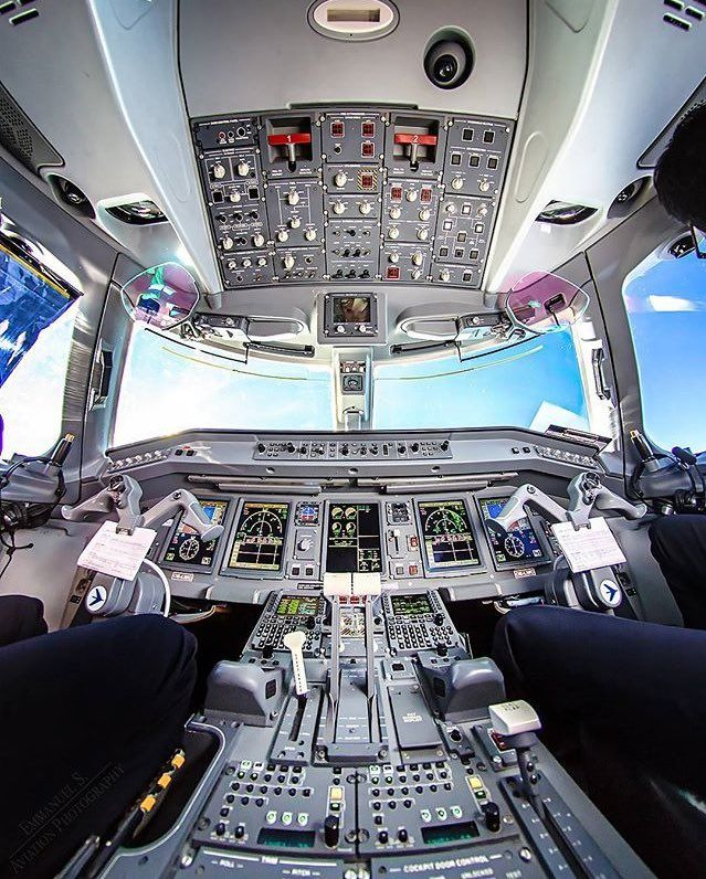 """Airplane Pictures ✈ en Twitter: """"Austrian Airlines Embraer 190 cockpit ✈️😍 https://t.co/ymGDq2TLje"""""""