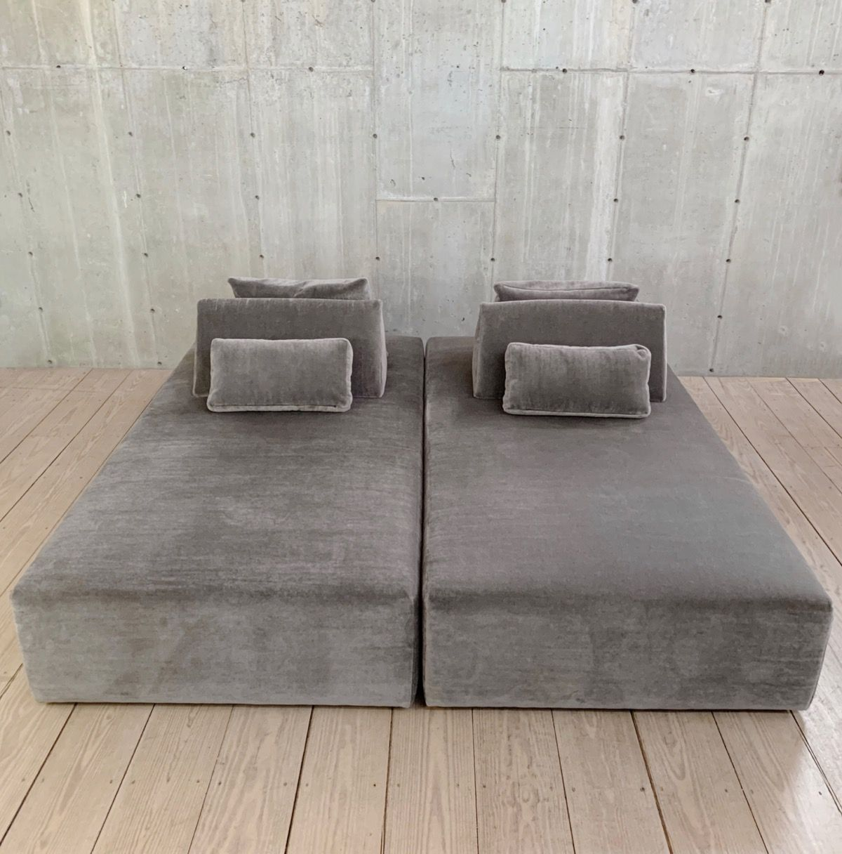 Pair Of Gray Mohair Velvet Daybeds With Movable Wedge Backrest Pillows Rt Facts Kent Ct In 2020 Backrest Pillows Daybed Furniture Design Modern