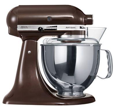 """KitchenAid Artisan Robot de Cozinha – Expresso castanho. ♥ """"A personalidade de um cozinheiro expressa-se na criação de sensuais experiências culinárias que englobam todos os sentidos, incluído a visão. A KitchenAid considera as suas batedeiras como uma extensão criativa das mãos do cozinheiro, proporcionando um óptimo controlo a nível profissional. Esta Batedeira Artisan™ Chefe Tilt é tudo isso e tem um design icônico."""""""