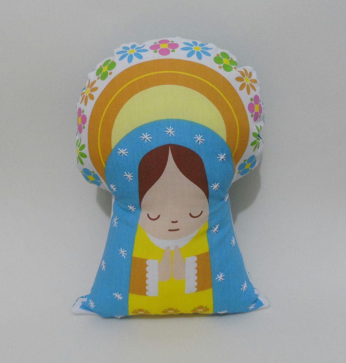 Mini Almofada Santinha <br>Ótimo para decorar quarto de criança, lembrancinha de batizado ou usado como naninha! <br> <br>Tecido 100% algodão, medidas: aprox. 20,5cm largura x 27,5cm comprimento.