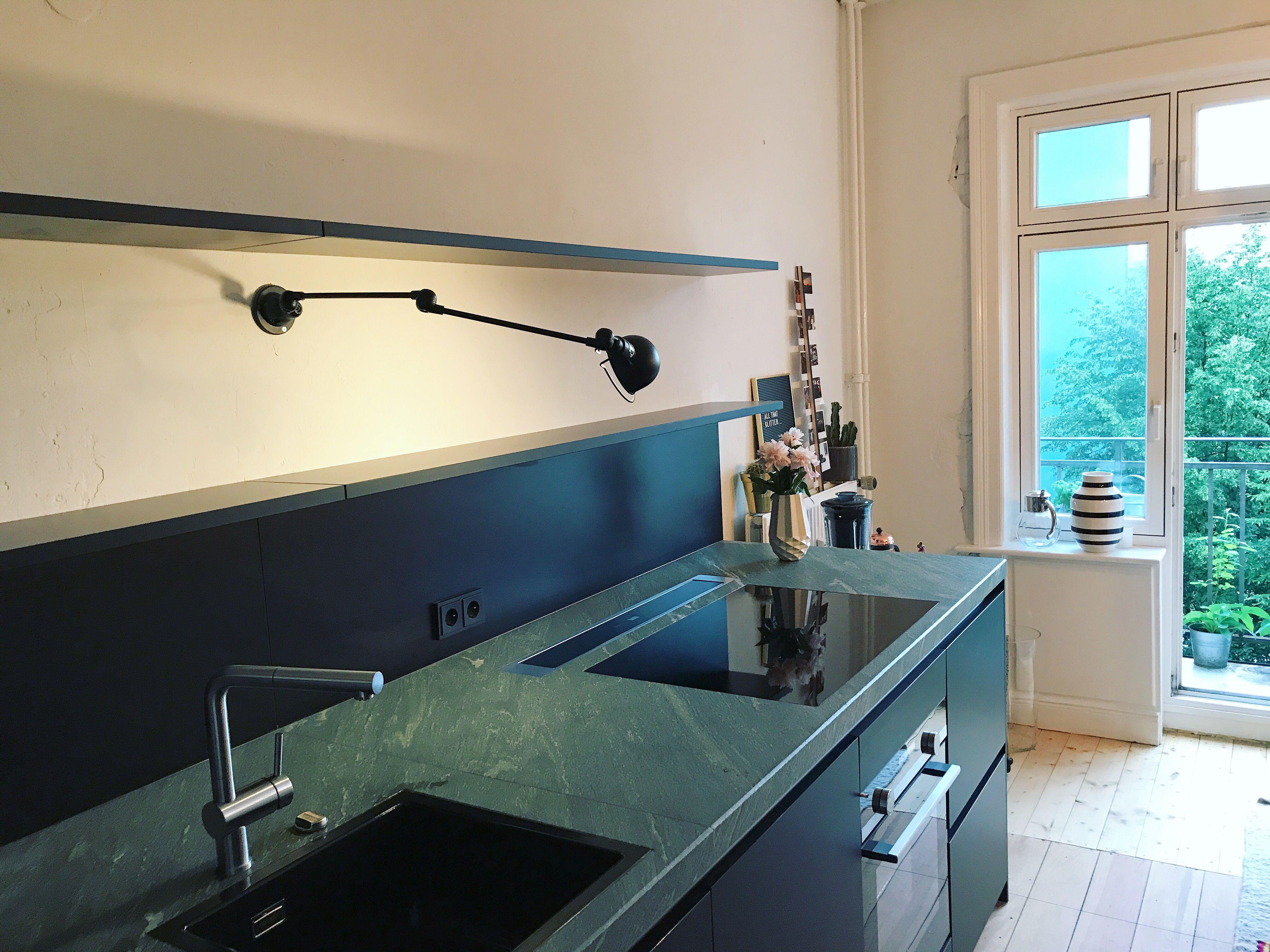 Küchen design pop schwarze küche mit grünem granit kitchen kueche küche küchen