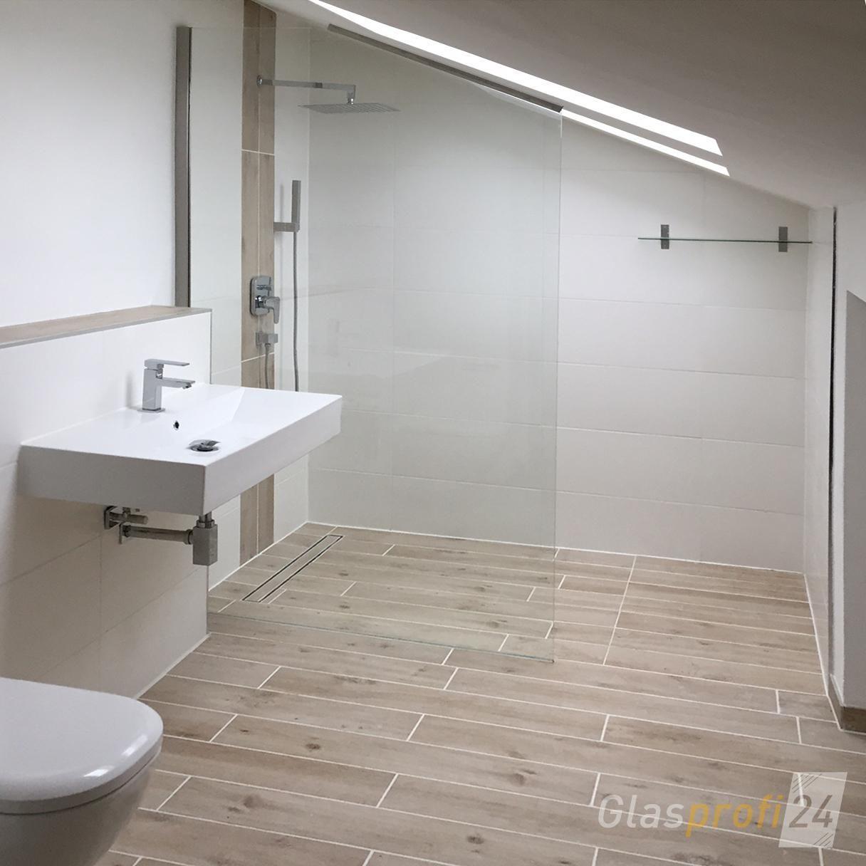 Die Halterung der Walk-In Dusche erfolgt hier durch ein ...