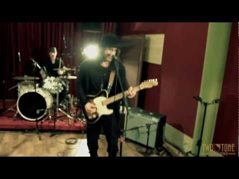 "laut.fm Blues Rock Radio Köln Karlsruhe: Two Tone Session - Richie Kotzen performing ""Help Me"" http://musikkarlsruhe.blogspot.com http://laut.fm/bluesclub Gitarre NRW Baden Württemberg    Hey Friends and Fans,    Check out this new live video RK recorded a  few months ago in Brazil..."