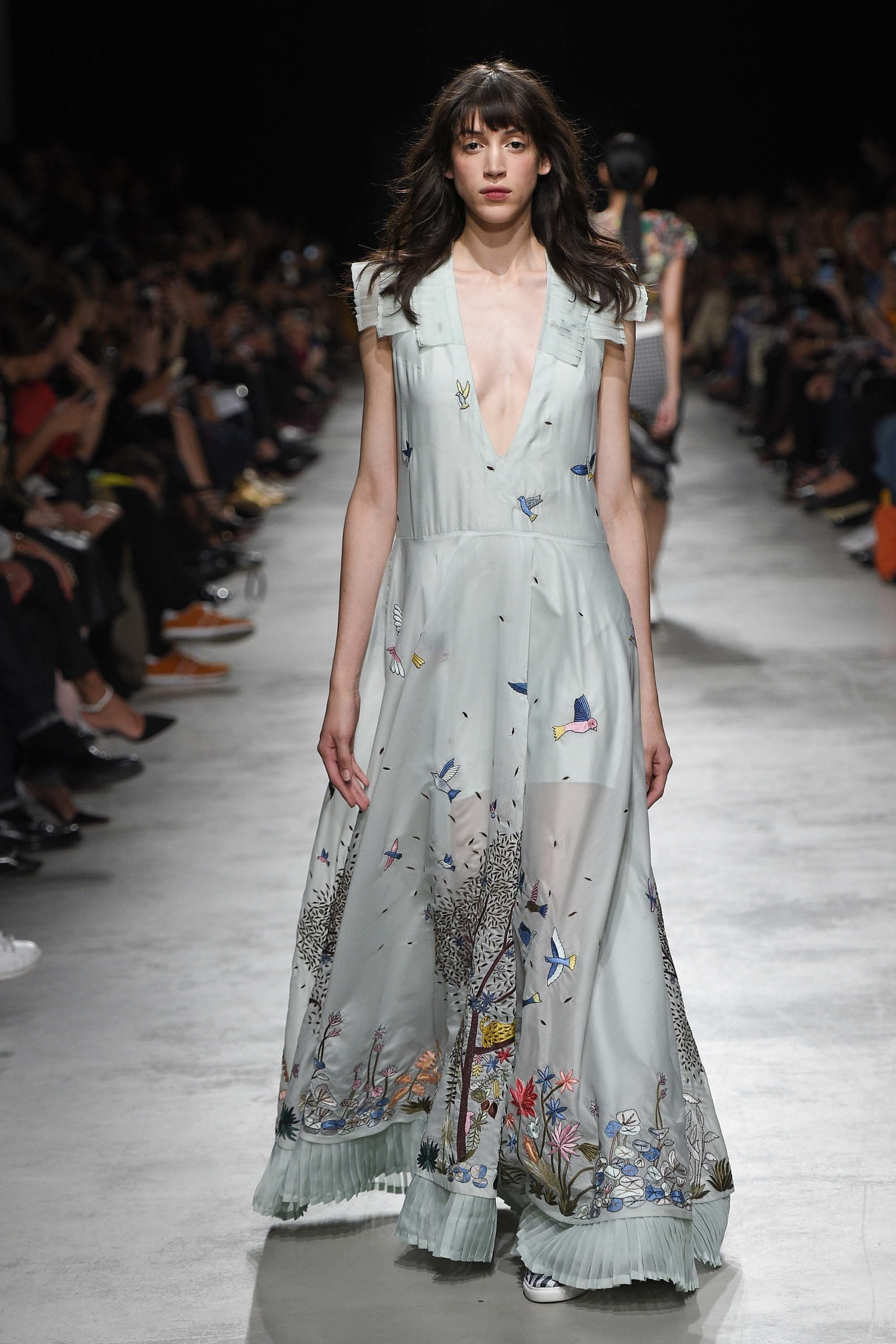 See the complete Rahul Mishra Spring 2017 Ready-to-Wear collection.