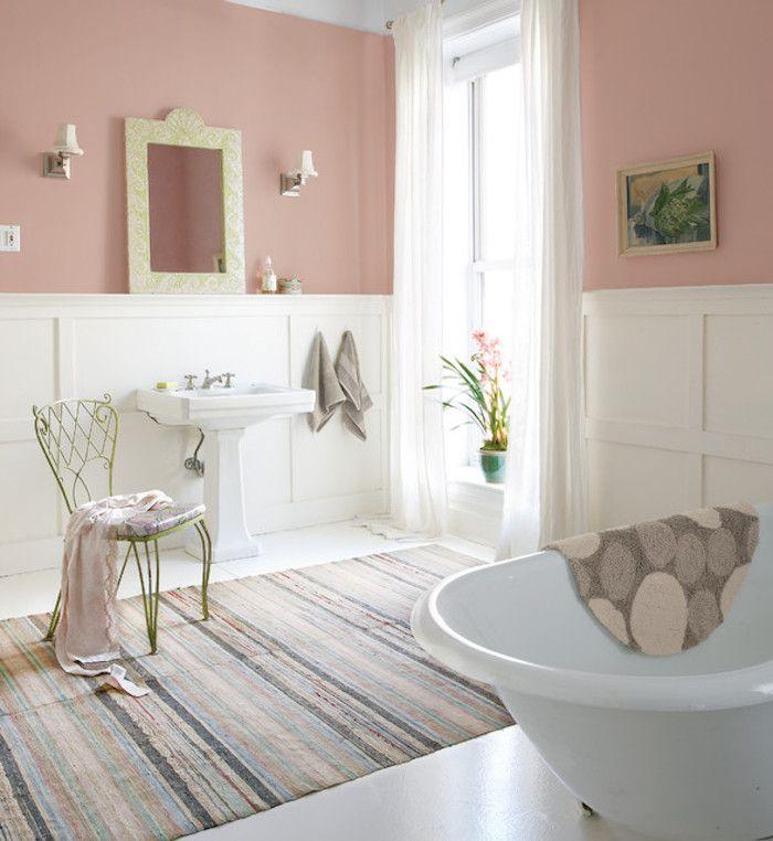 shabby deko im badezimmer, teppich im retro stil, freistehende