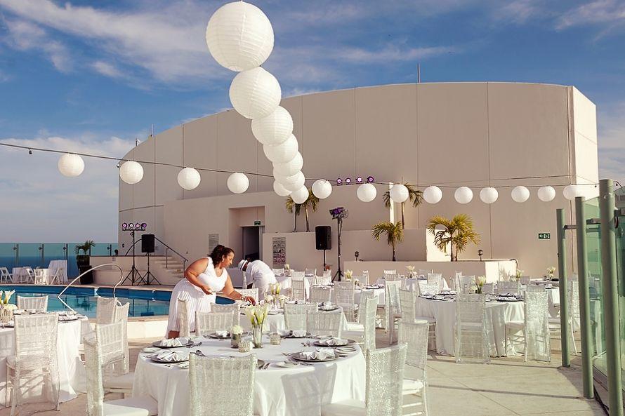 beautiful all white reception setup at the beach palace hotel palace resorts weddings palace