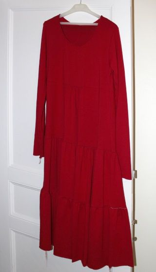 coudre et retoucher une robe volantée en jersey - sew and modify a ruffled jersey dress