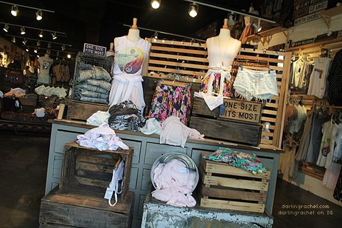 brandy melville store   Waikiki Brandy Melville :) I remember finding this store down in PB ...
