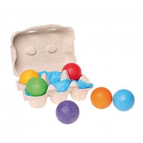 ~ Gekleurde houten ballen ~ Leuke set van houten ballen, in totaal 6 stuks met een diameter van 4,5 cm. Leuk in combinatie met verschillende andere producten van het merk Grimm's, zoals de regenboog of de gekleurde bakjes. Deze ballen zijn geschikt voor kinderen vanaf 1 jaar. Set van 6 houten gekleurde ballen, Grimms 10239