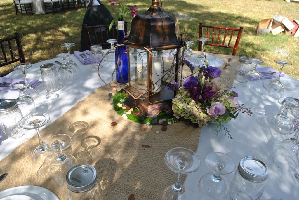 Rustic burlap wedding decor burlap table runners lanterns table beautiful western wedding decoration ideas burlap table runners lanterns table decor and flowers by the junglespirit Images