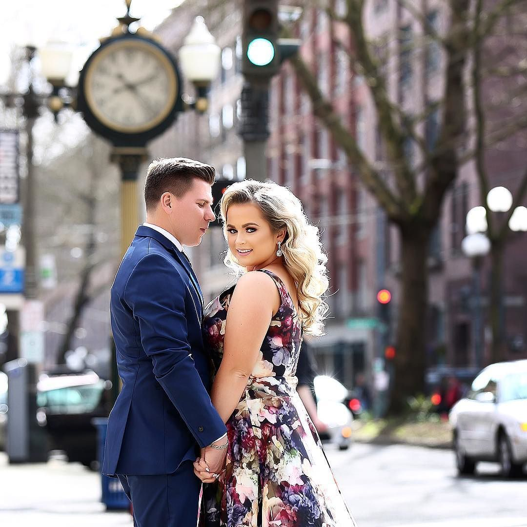 #EngagemenShoot in the city  #seattlebride #dinachmutphotography by dinachmut.collection