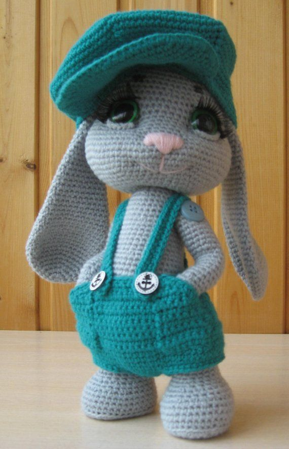 Here is a detailed crochet pattern of my Rowdy Dowdy Bunny. Pattern is written in ENGLISH and SPANISH. This is a 28 pages PDF crochet pattern including all the information needed to create Rowdy Dowdy Bunny. Included: All materials required to complete