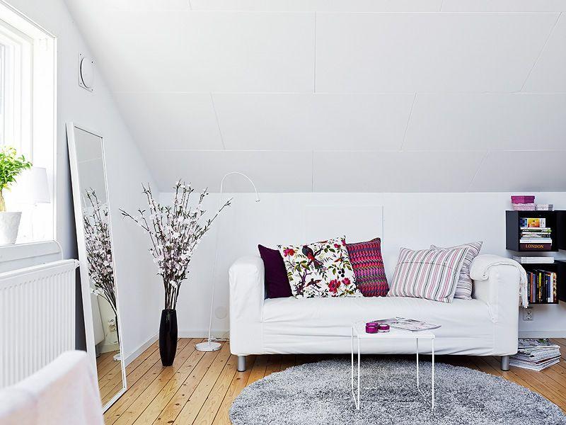 Ventanas En El Tejado Para Iluminar áticos Pequeños Small Spaces    Dachwohnung Im Skandinavischen Stil