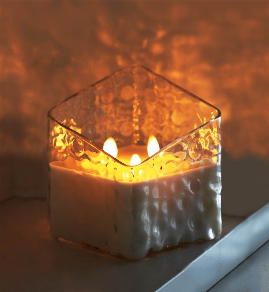 Yankee candle recalls uluminous collectionu after glass cracks open