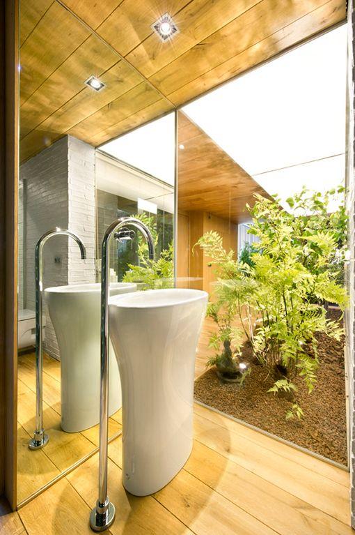 Lavabo del baño de invitados del loft industrial en Terrassa | Dream ...