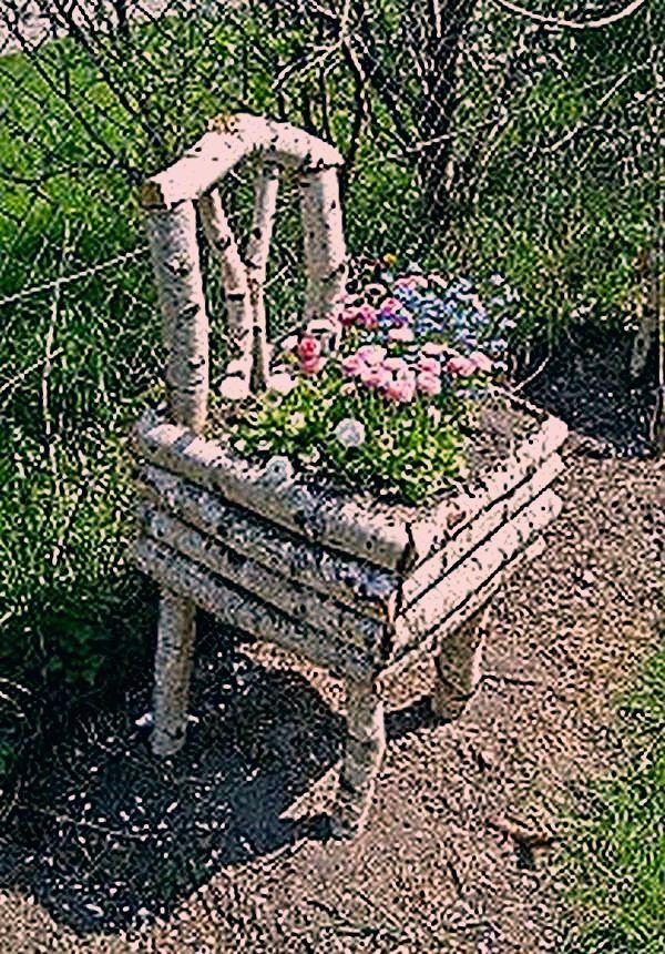 Holzstücke, die sich in atemberaubende DIY-Dekoration für den Garten verwandeln