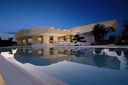 Incroyable maison contemporaine parée de marbre et granite gris aux environs de Madrid - Espagne,  #construiretendance