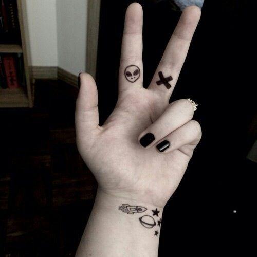 225 Tatuajes En La Mano Muñeca Y Dedos Para Mujeres Tatuajes