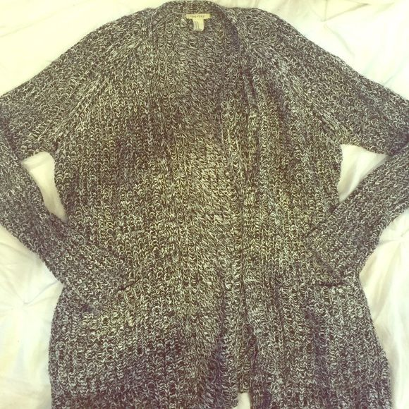 Perfect Forever 21 Cardigan In perfect condition I love this cardigan! Perfect basic staple for your wardrobe! medium but could fit a small as well Forever 21 Sweaters Cardigans
