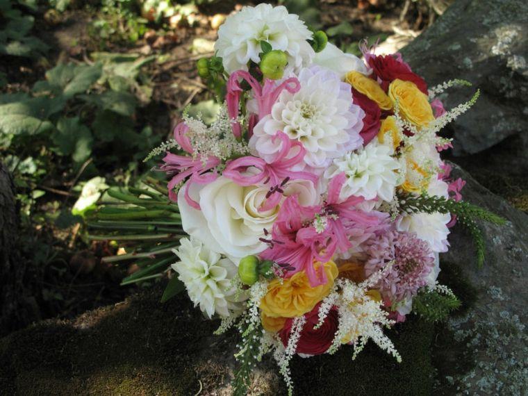 Fiori Gialli Rotondi.Fiori Belli Bouquet Rotondo Fiori Bianchi Gialli Rosa Bouquet