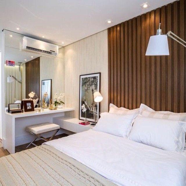Quarto lindoooo  Ameeeei o cantinho que pode ser para makes ou até mesmo um home office ❤️❤️❤️ - #quarto #quartodecasal #design #decoração #arquitetura #euqueronaminhacasa