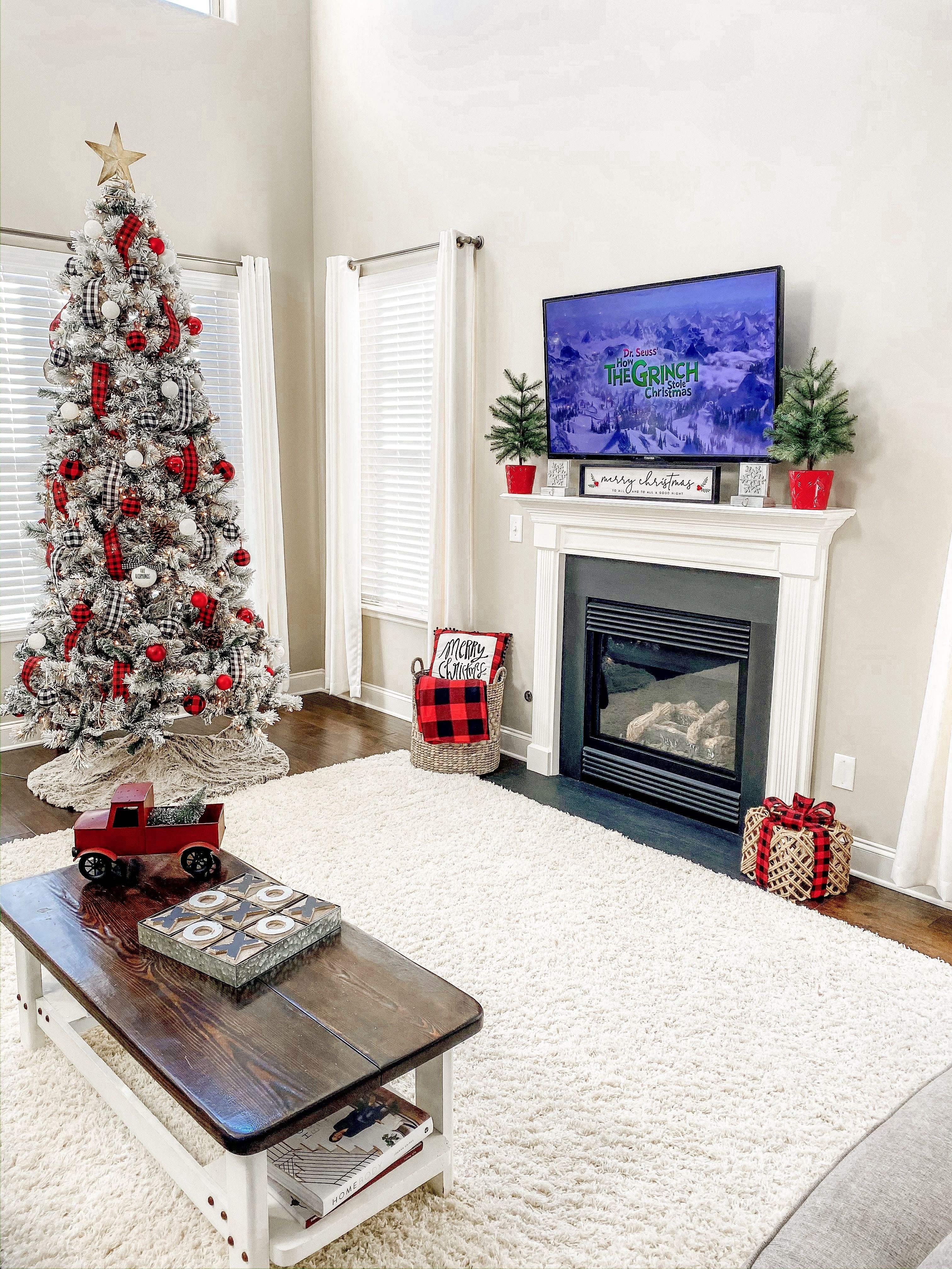 Living Room Christmas Decor Ideas Living Room Christmas Tree Living Room Chris Christmas Decorations Living Room Christmas Living Rooms Christmas Decor Diy #tree #decor #for #living #room