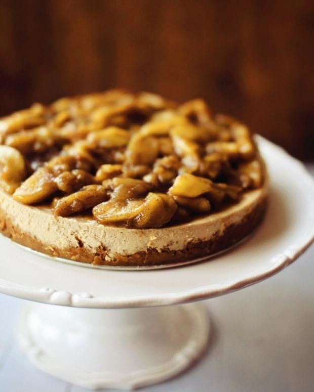 Notre #recette du jour : #gâteau au fromage au #caramel et aux #pommes! À lire sur #fraichementpresse! #cake #sweet #apple #dessert #samedi #saturday #weekend #ondejeune #dejlife #breakfast #foodporn #food #foodie #foodiegram #instafoodie #foodgasm #eeeeeat #mtlfoodie #eatmtl #heaven #foodpic #foodpics #instafood #mtlfoodie #eatmtl