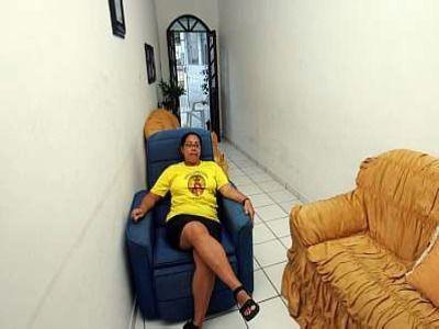 En el pueblo de Madre de Deus en Bahía, Brasil se encuentra esta construcción, que ha sido elegida como la casa más angosta del mundo ya que en la fachada sólo tiene un metro de ancho, aunque en el interior, la construcción se amplía.